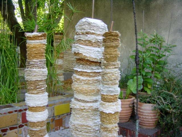uvres papier de max sauze dans son jardin d 39 artiste pr s d 39 aix en provence. Black Bedroom Furniture Sets. Home Design Ideas